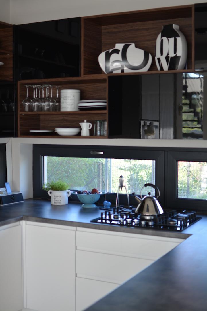 moja kuchnia, styl skandynawski, niskie okno w kuchni,, scandi, kitchen, kuchnia biało czarna, kuchnia nowoczesna, otwarte półki