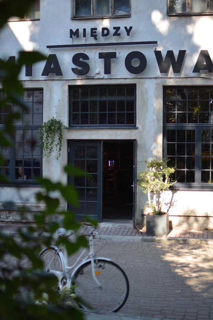 restauracja międzymiastowa, styl industrialny, gdzie jeść kraków, międzymiastowa opinie, dolnych młynów 10