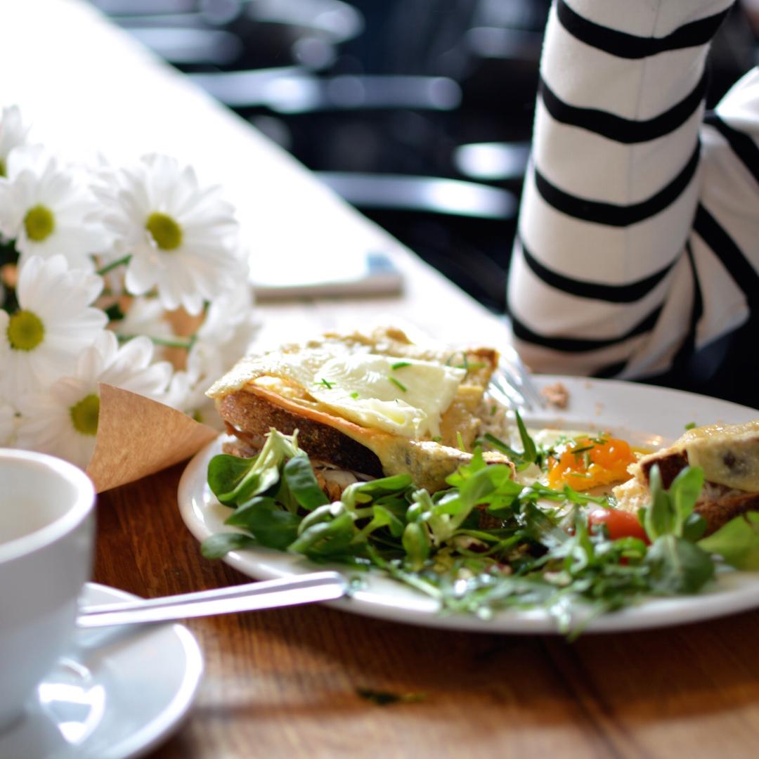 wdzięczność 3wdzięczność, radość, małe przyjemności , kawa, charlotte chleb i wino