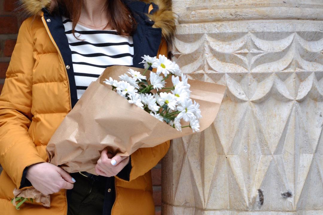 wdzięczność, kwiaty, margaretki, zimowa stylizacja, dwustronny płaszcz