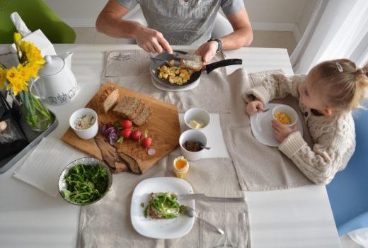wspólne śniadanie, razem, wspólny czas, rodzina, posiłek, weekend, rodzinnie
