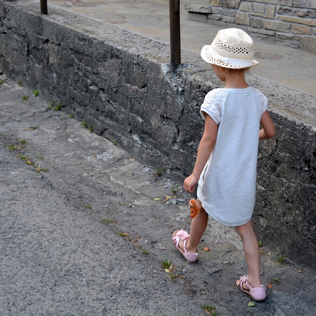 spacer w Lanckoronie, Lanckorona, stylizacja paski, paski, marine style, rodzinny spacer, pomysł na niedzielne popołudnie, pomysł na weekend