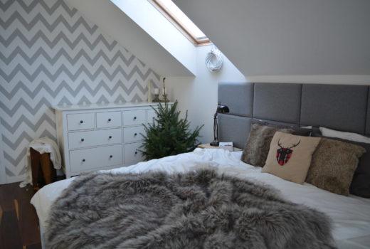 5 kroków do przytulności, zimowa sypialnia, stylizacja sypialni, świąteczna sypialnia, zimowe dodatki we wnętrzu, zimowa stylizacja, świąteczne wnętrze, dekoracje świąteczne, choinka w sypialni