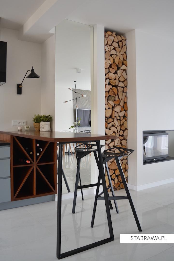 dom w chorzowie realizacja, projekt wnętrza, minimalizm, jadalnia, płytki w salonie, wnętrze minimalistyczne, schody ażurowe, kuchnia nowoczesna